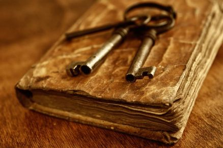 13513727 - old metal keys on vintage book